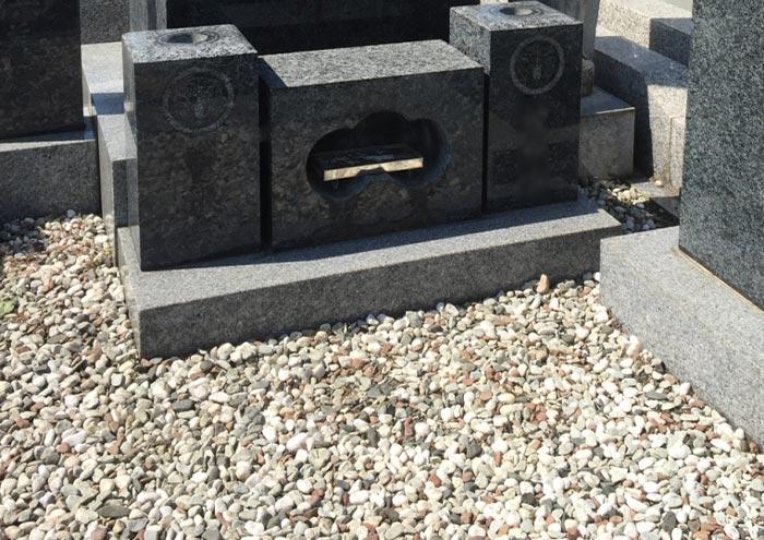 お墓の玉砂利1