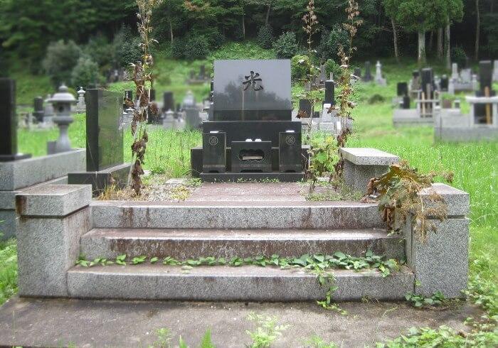 お墓の雑草対策1