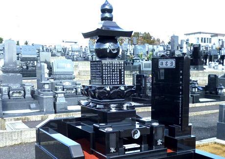 和型墓石は形も様々