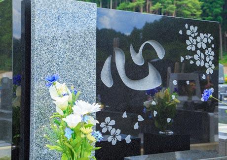 洋型墓石は特殊彫刻も可能