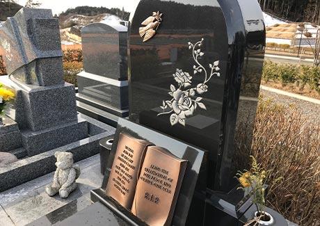 洋型のお墓は特殊加工もできる